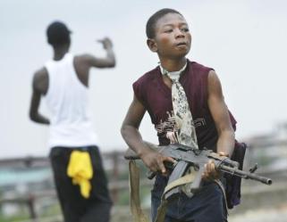 niño soldado en Monrovia, Liberia 2003. (C) Nic Bothma - European Pressphoto Agency.