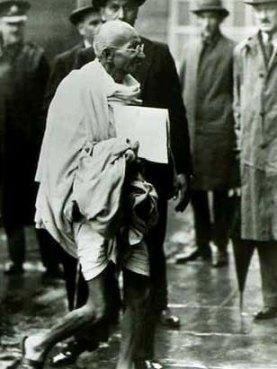 Mahatma Gandhi en una visita a Occident.