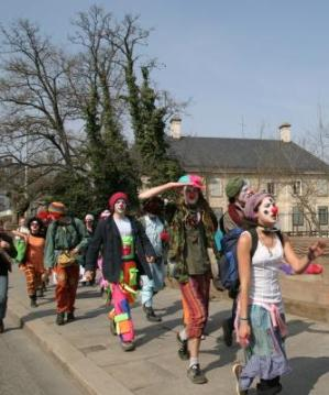 clown-army-protesta-anti-otan-estrasburgo