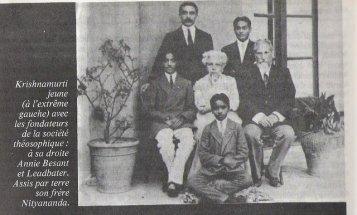 Fundadores de la Sociedad Teosofica, Krishnamurti y su hermano (sentado en el suelo).